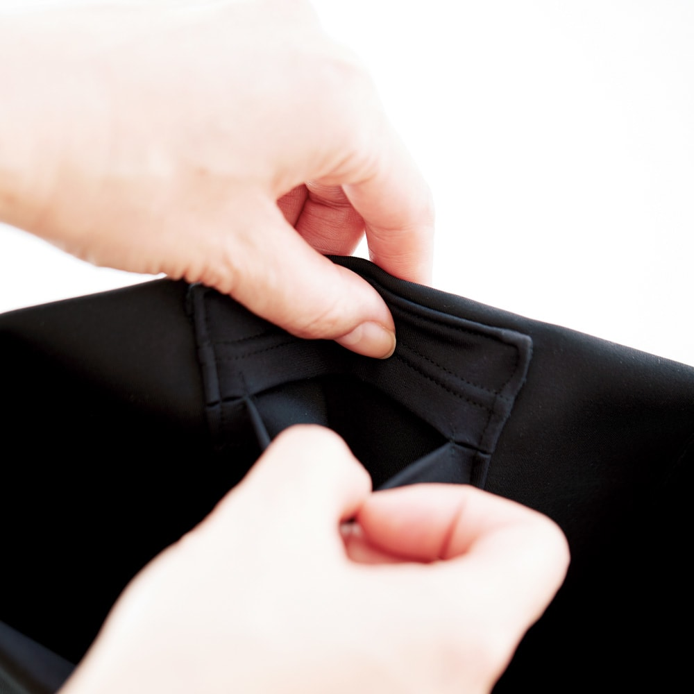 美姿勢ウェア Right Fit ボトムス ロング 手触りの良いイタリア製素材を採用。ソフトマットなやさしい着心地です。ボトムスの後ろに、ロッカーキーが入る小さなポケットあり。