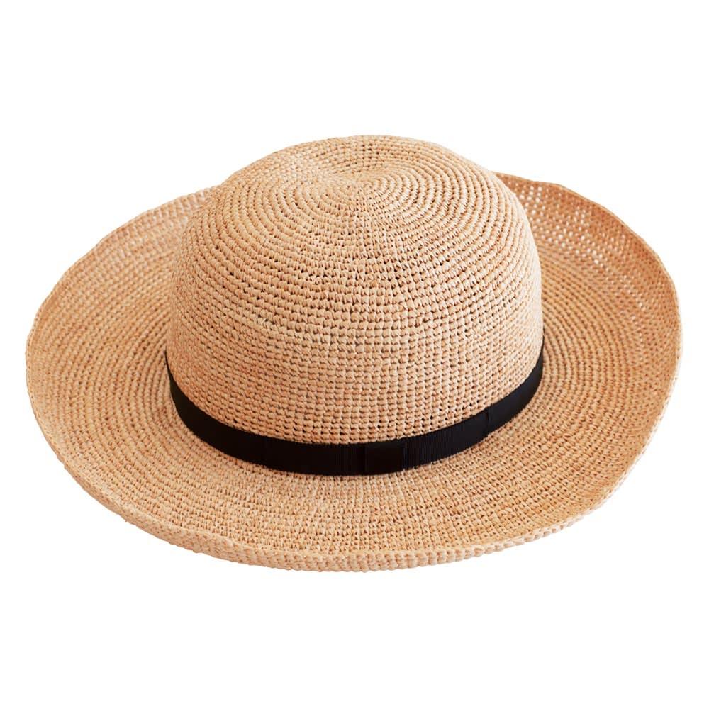 ラフィア帽 フォルムが自在に変えられます 老舗ならではの熟練の技を駆使し、美しいフォルムを壊すことなく遊びを取り入れました。