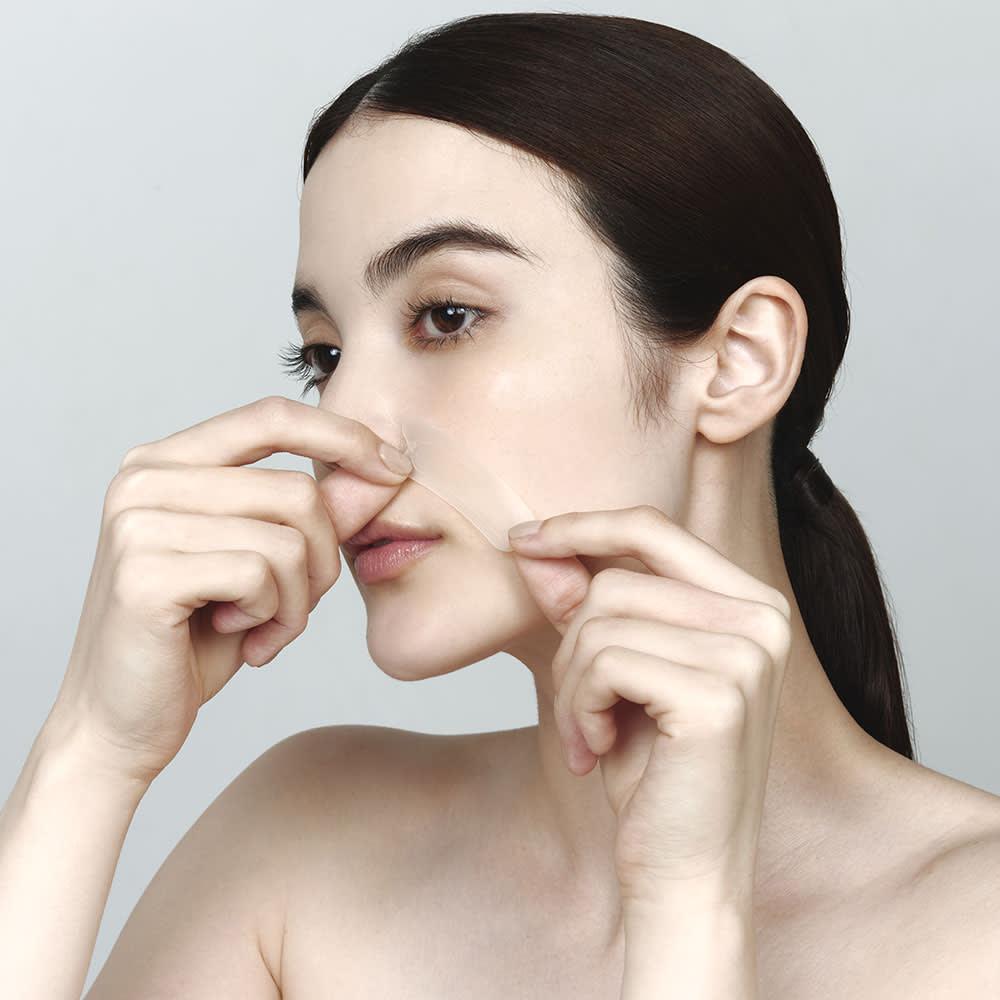 メディリフト メディリフト 3Dマイクロフィラー(2枚×4セット) 【使用方法2】シートの凹部を小鼻に合わせほうれい線を伸ばしながら、口もとにそうように軽くおきます。