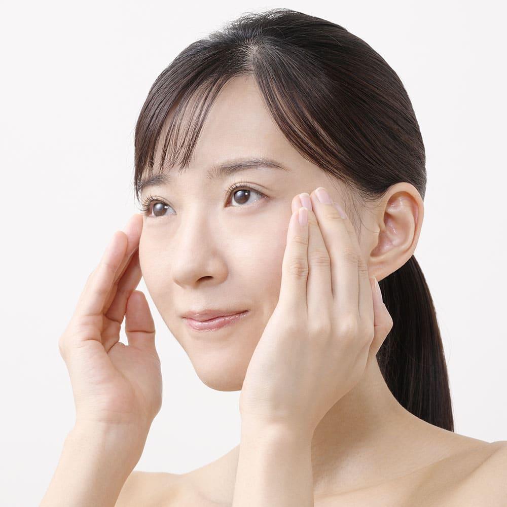メディリフト アイ(目もと専用美容器)│ヤーマン YA-MAN Medi Liftシリーズ 使い方(1) 化粧水でお肌を整えます。