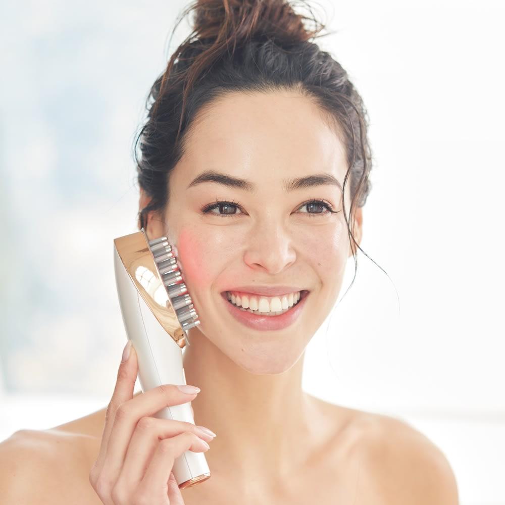 ミーゼ スカルプリフト スカルプ用とフェイス用 2種のアタッチメント付き。付け替えも簡単。 入浴時の使用もOK!低周波EMSとバイブレーションの相乗効果でガチガチ頭皮を刺激してリリース。