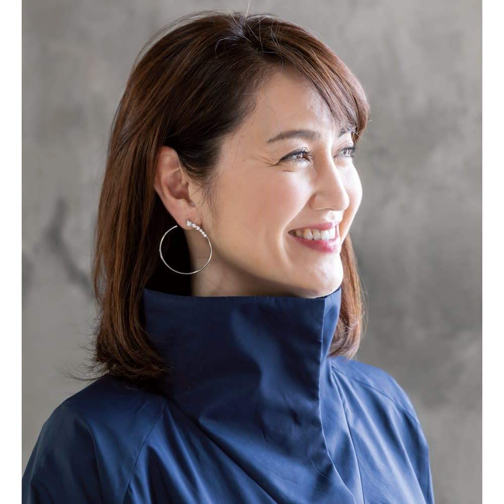 蓄熱防風トラベルコート 襟には中綿入り。立てて着れば、より暖か。