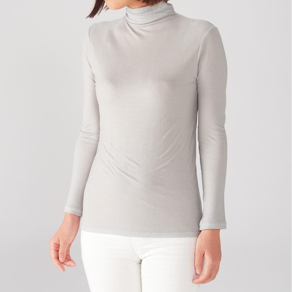 シルク・超長綿接結ハイネック長袖プルオーバー (ウ)シルバーグレー 縫い目なく立ち上がらせたハイネック。脇もシームレスでスムースな着心地を実現。