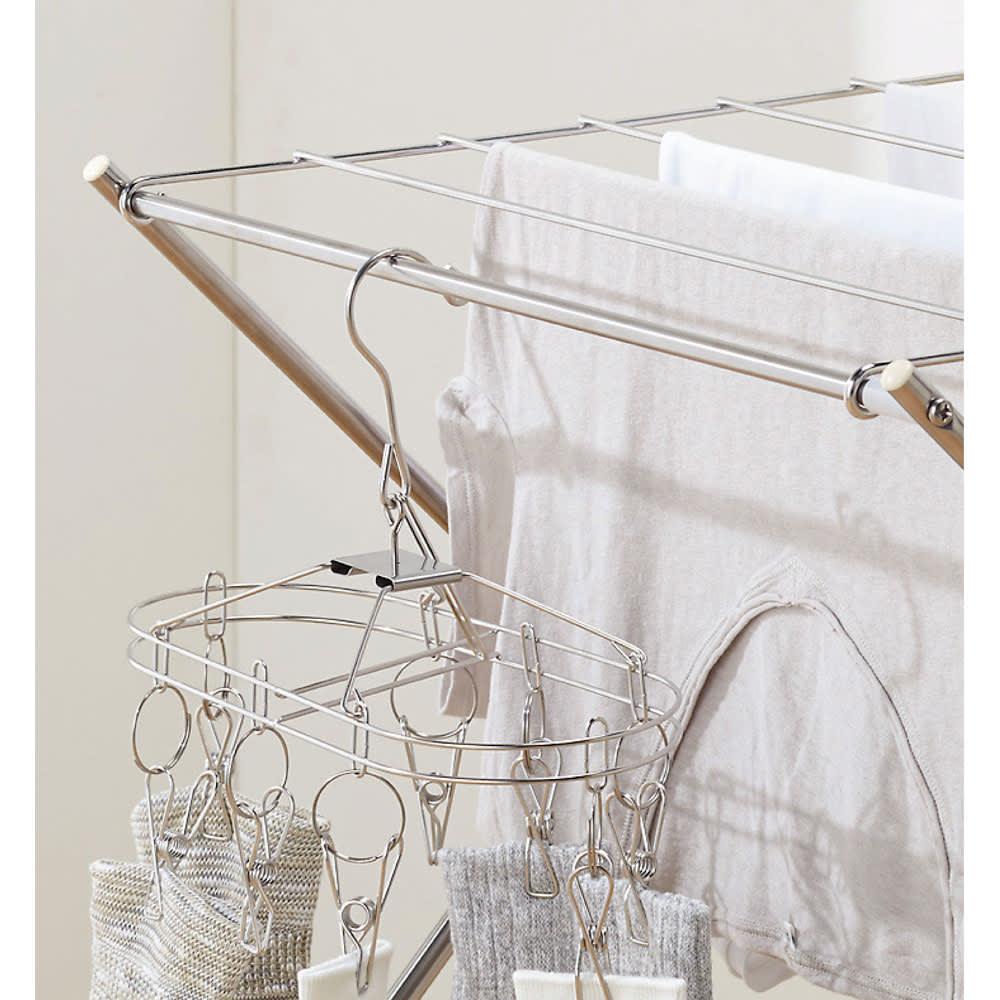 室内用たためるランドリーラック 幅57高さ91cm 2段  洗濯ハンガーもかけられます。