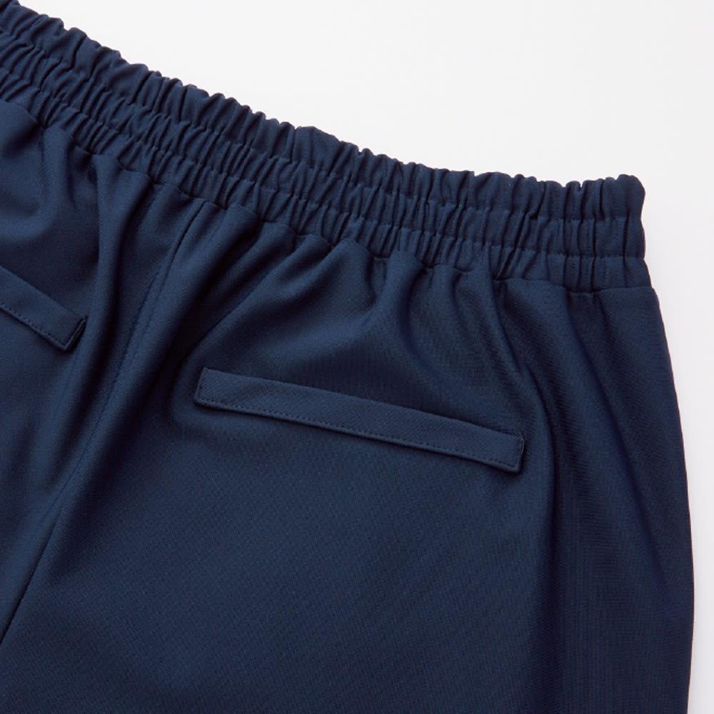 2WAYストレッチ生地使用 シワになりにくいウェアシリーズ クロップトパンツ ヒップアップして見せる飾りポケット付き。