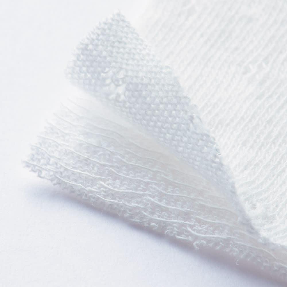 伸縮する二重ガーゼの半袖短パンパジャマ 肌に触れる内側が柔らかく、外側は耐久性を持たせた2重ガーゼ。生地間の空気層により柔らかさが実現。