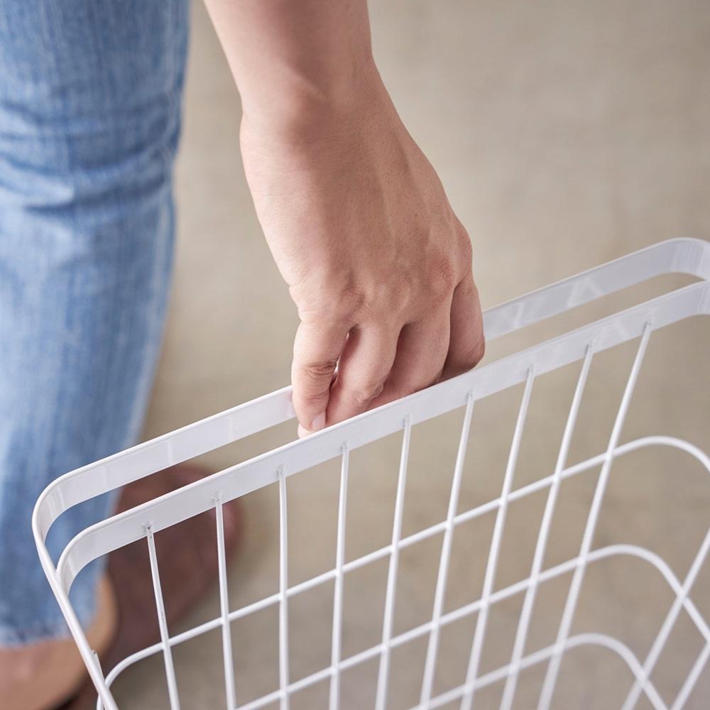 55L大容量ランドリーバスケット キャスターとハンドルがあるので重い洗濯物も楽に移動できます。