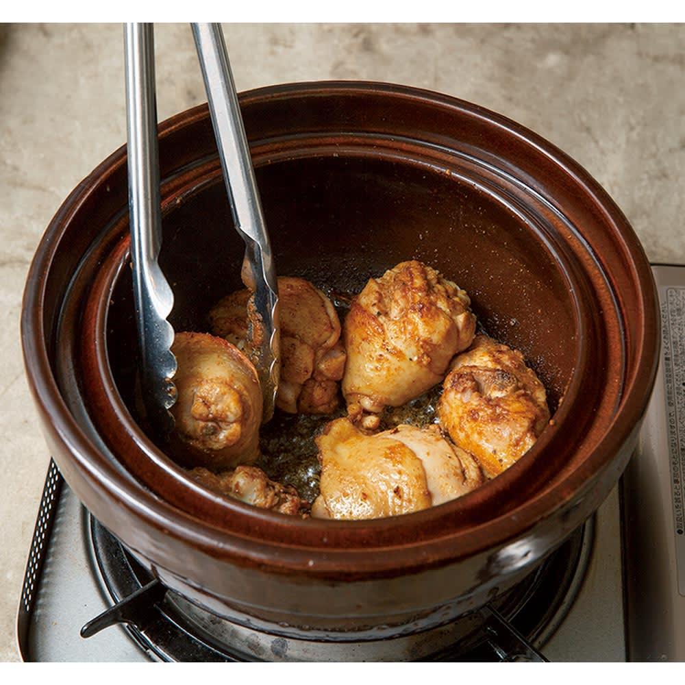 ロースト土鍋 コンガリ焼きつけてから煮込めるのがこの鍋の美味しさのポイントです