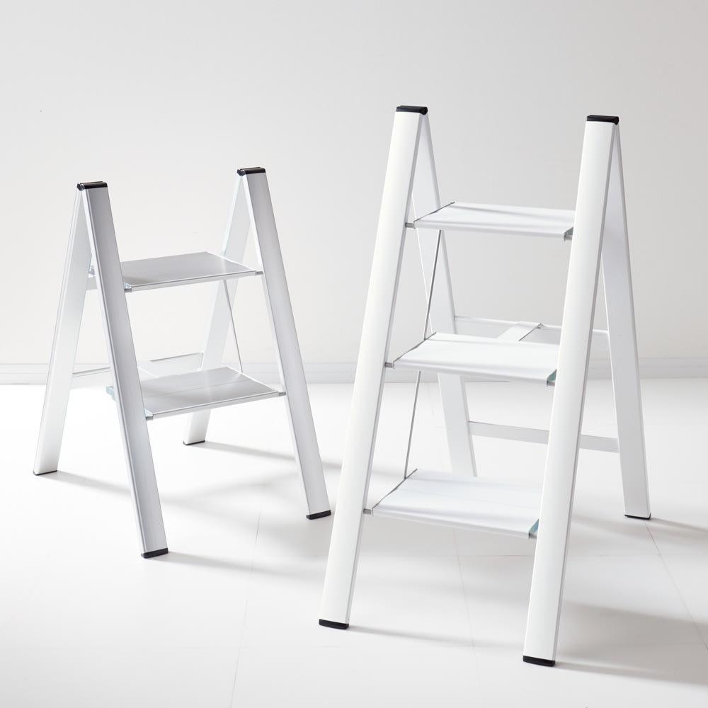 薄型アルミステップ ホワイト ※お届けは右側のホワイト色になります。