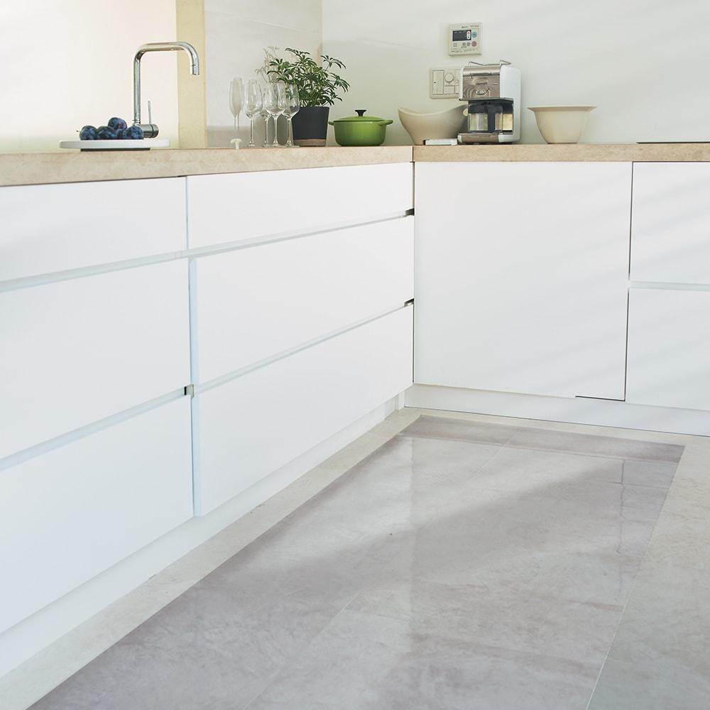 アキレス 透明キッチンフロアマット(抗菌仕様)奥行80cm 使用イメージ ※写真は幅240奥行80cmタイプです。