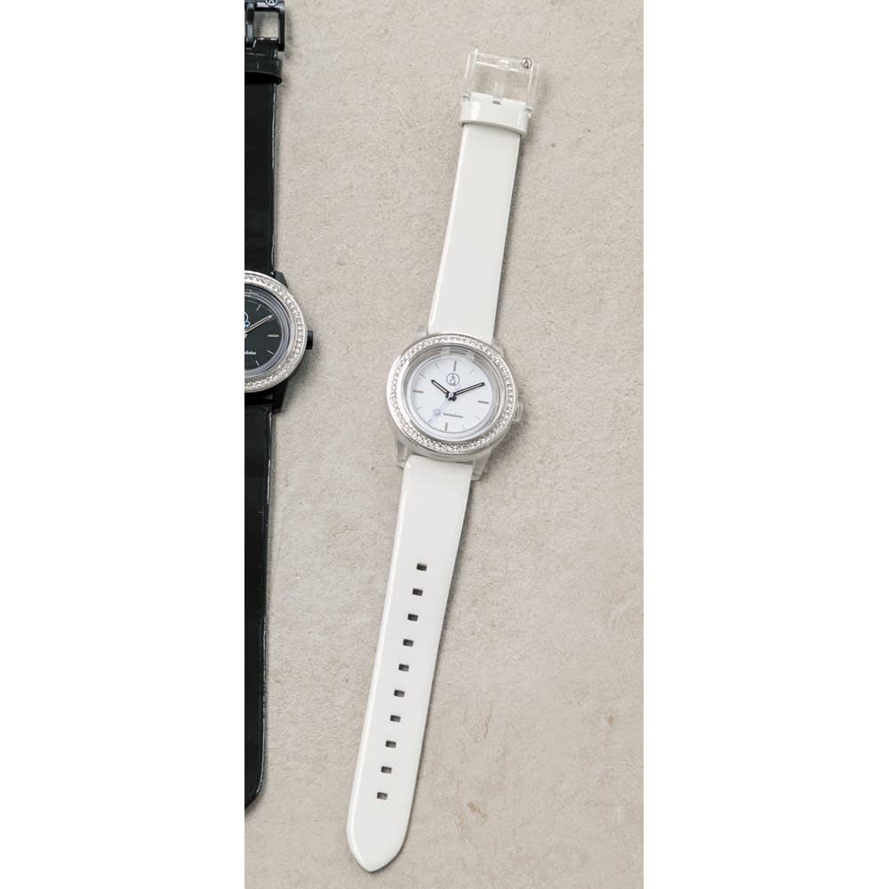 シチズン Q&Qスマイルソーラー時計 (イ)ホワイト