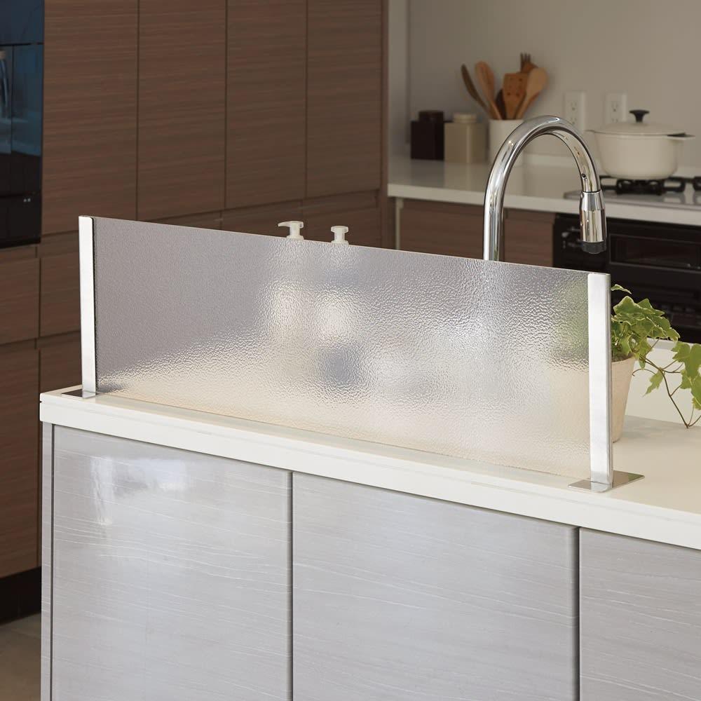 アクリルの水ハネガード ゴールド [使用例] ※写真はシルバー色の使用例。
