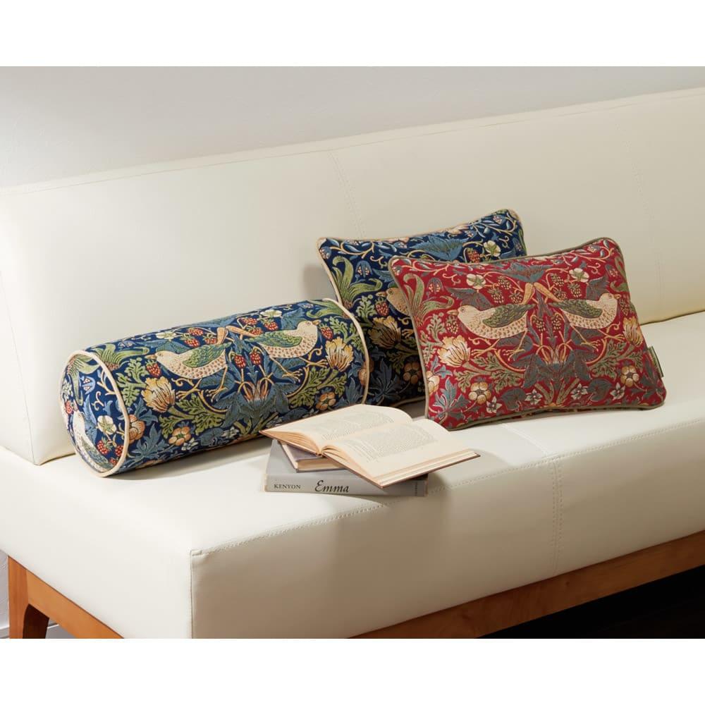 モリスデザインスタジオ ボルスター型クッション〈いちご泥棒〉 ※お届けはボルスター型クッション(写真左)です。