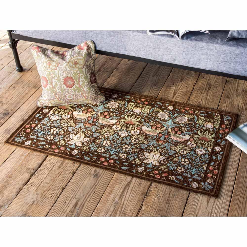 ベルギー製モリスゴブラン織マット〈いちご泥棒〉 (ア)ブラウン ※写真は約67×120cmです。