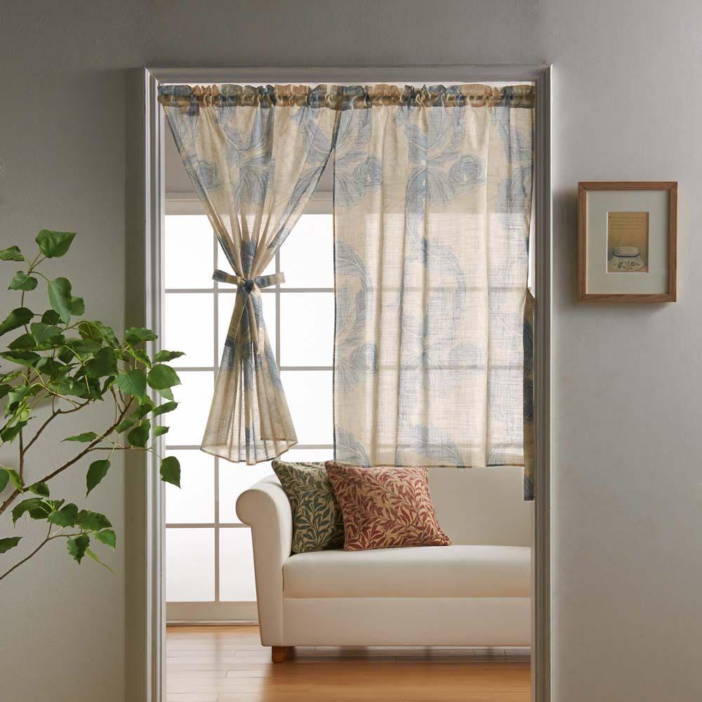 モリス柄モチーフのれん アカンサススクロールシアー・ブルー ※写真は幅145丈90cmです。