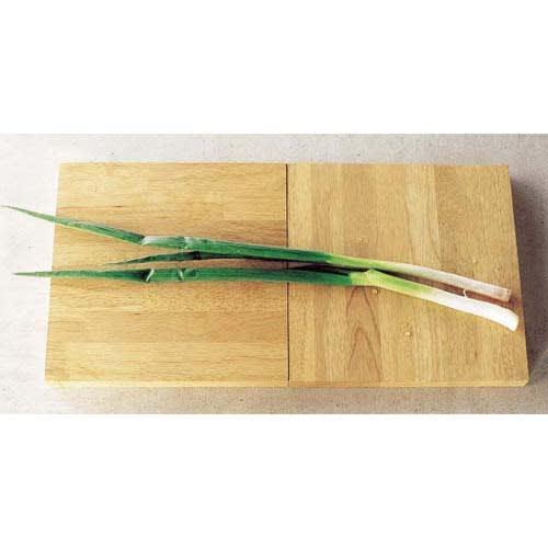 有元葉子のラバーゼ まな板 お届けは1枚になります。こちらは2枚使用時です。2枚並べて使えば長い食材もOK。