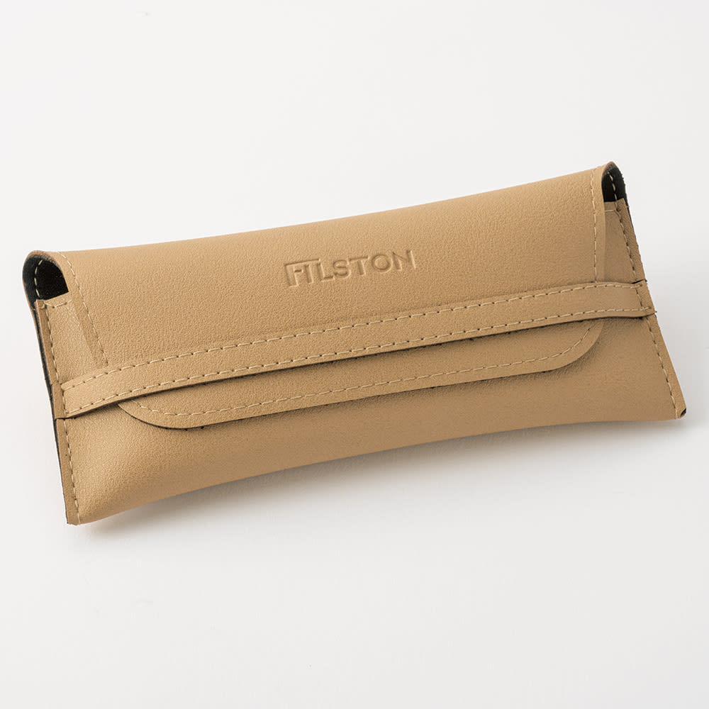 フィルストン UV&ルーライトカット リーディンググラス(男女兼用) ボストン型 無地 便利なケース付き 眼鏡拭きが一体化された便利なソフトケースが付属します。