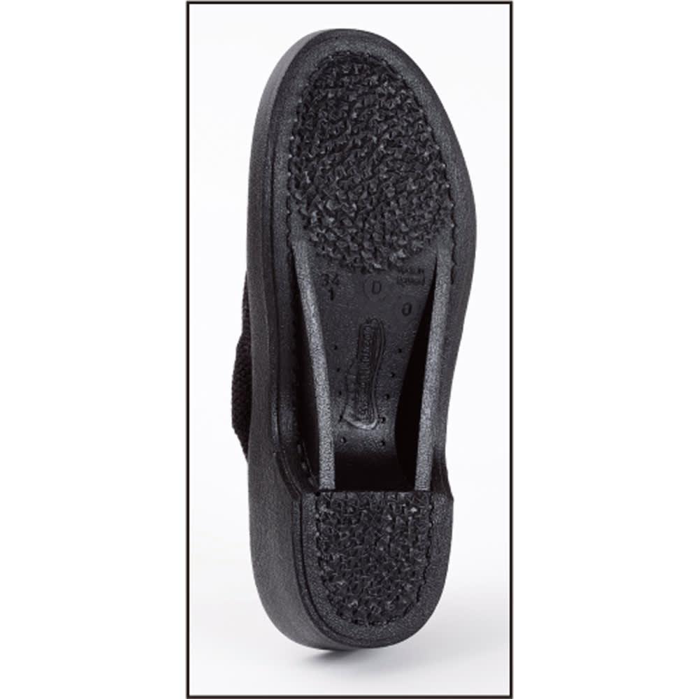 ARCOPEDICO/アルコペディコ メッシュシューズ ライト 靴底の2本のラインが土踏まずのアーチをしっかりサポートして、足の裏を支え、通常はかかとに集中する体圧を足裏全体に分散。