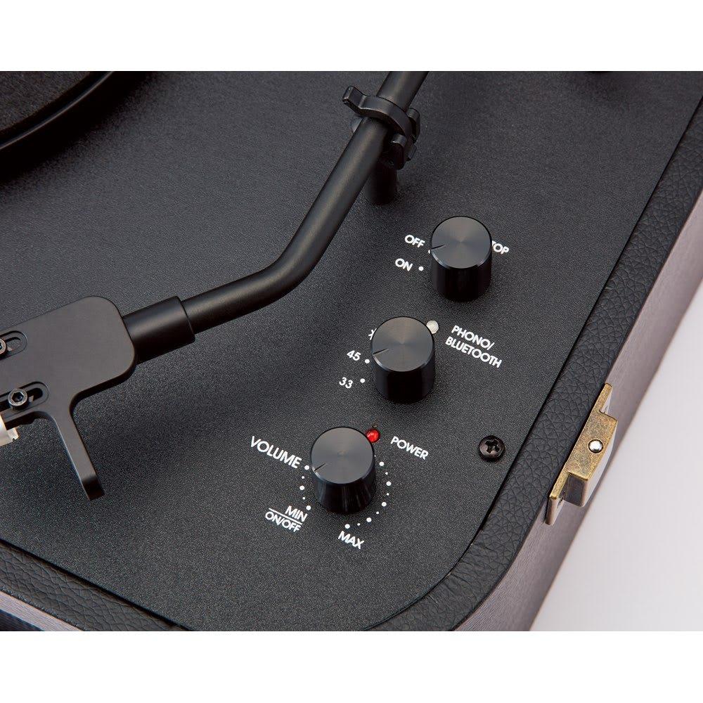 LIMON トランク型レコードプレーヤー 自動停止ON/OFF、回転数・Bluetooth(R)、音量・電源をつまみで切り替えできる、シンプルで見やすい操作部。