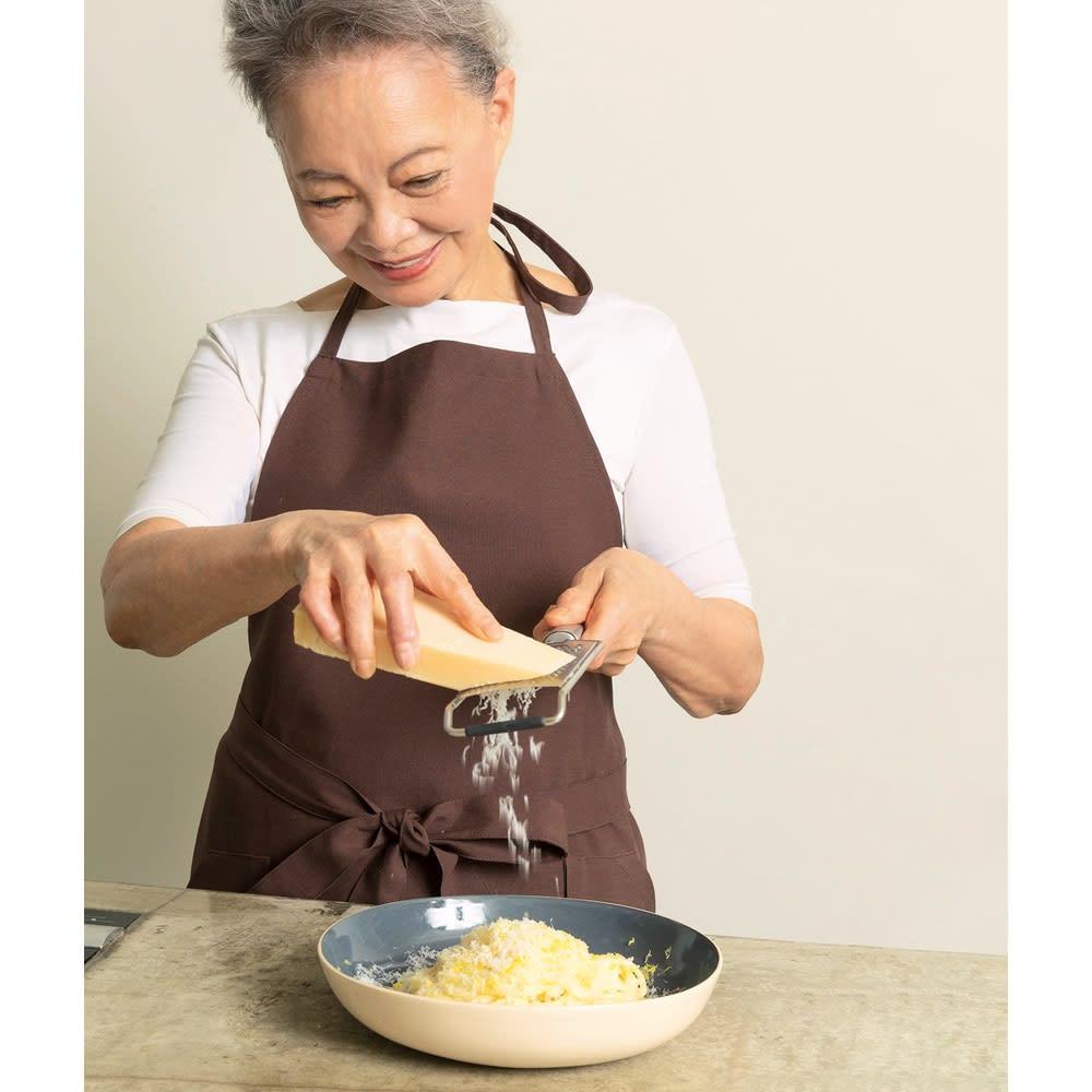 マイクロプレイン・プロシリーズ ステンレス製ゼスター おろし金 ハードチーズもふわふわにおろせます。