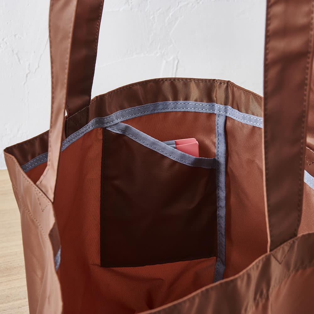 ORU tote(折るトート) しっかり底の折り畳みエコバッグ カードホルダーが入れられるポケット付き。