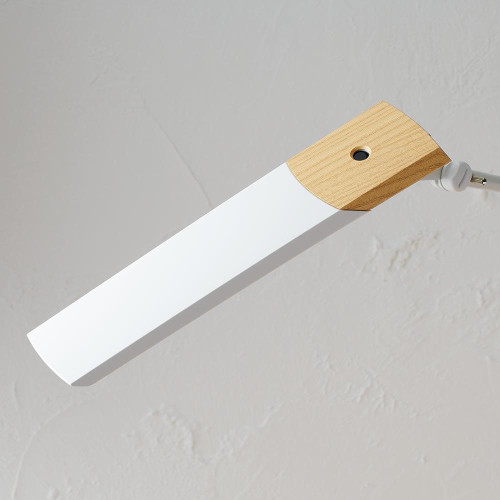 LEDエグザーム デスクライトDIVA(ディーバ) ベースタイプ (イ)ホワイト ディノス50周年限定カラーモデル。シェード部分に木目柄をあしらった高級感あるデザインです。