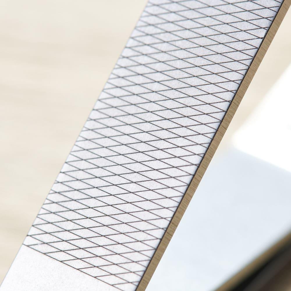 SUWADA(スワダ) ネイルクリッパー ケース付き 爪を細かく整えるやすり付きなのも便利です。