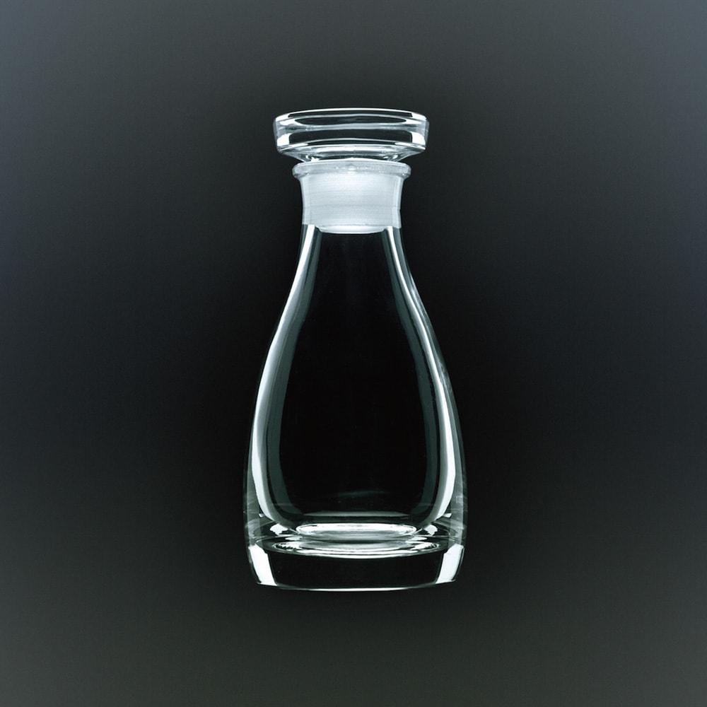 THE 醤油差し 透明度の高いクリスタルガラスを使用した、シンプルで美しいカタチが使いやすい。
