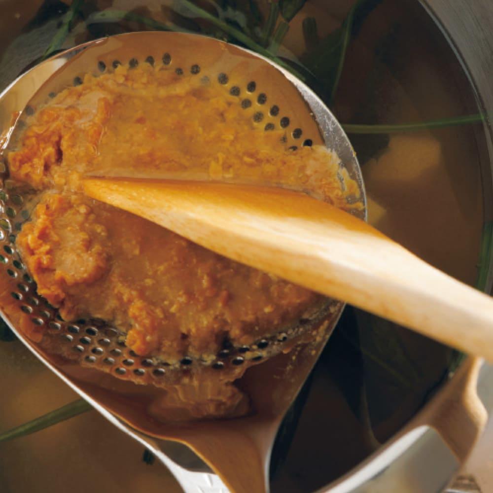 ののじ 穴あきおたも 小 味噌をすくってそのまま味噌こしとして使えます。