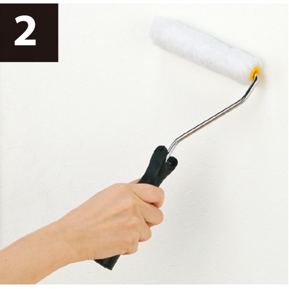 北欧デザイン透けるウォールシート6ロール+作業用道具付き 貼り方の作業工程2 ローラーで壁に塗り