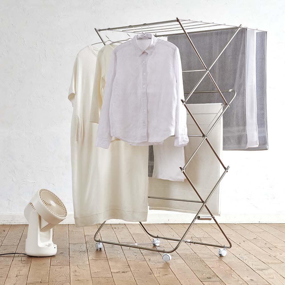 ±0(プラスマイナスゼロ)DCサーキュレーター B320 部屋干しの洗濯物に当てると素早く乾いて、お部屋のジメジメ感も和らげてくれます。