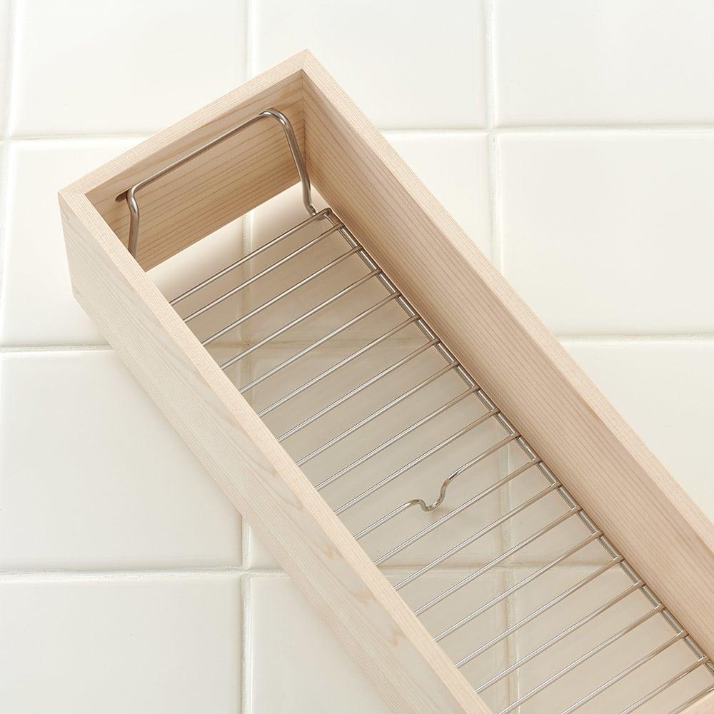 ambai(アンバイ) 風呂道具シリーズ シャンプー&ソープボトルラック 内部にある線材の曲線自体も美しい。見えにくいところにもこだわりを感じられます