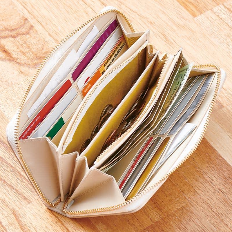 Coquette(コケット)ゴブラン織 長財布 札入れは2カ所。1万円札が折らずに入れられ、レシート類も分けて収納できます。