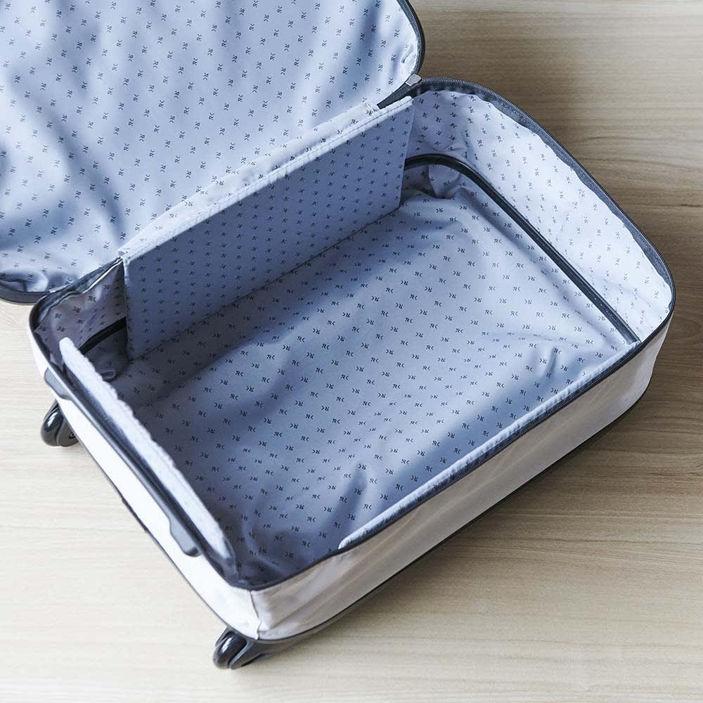 ROLLINK 薄くたためるスーツケース容量40L/機内持ち込みサイズ 超軽量で薄くたためるのに、40リットルの大容量。たっぷり入ります。