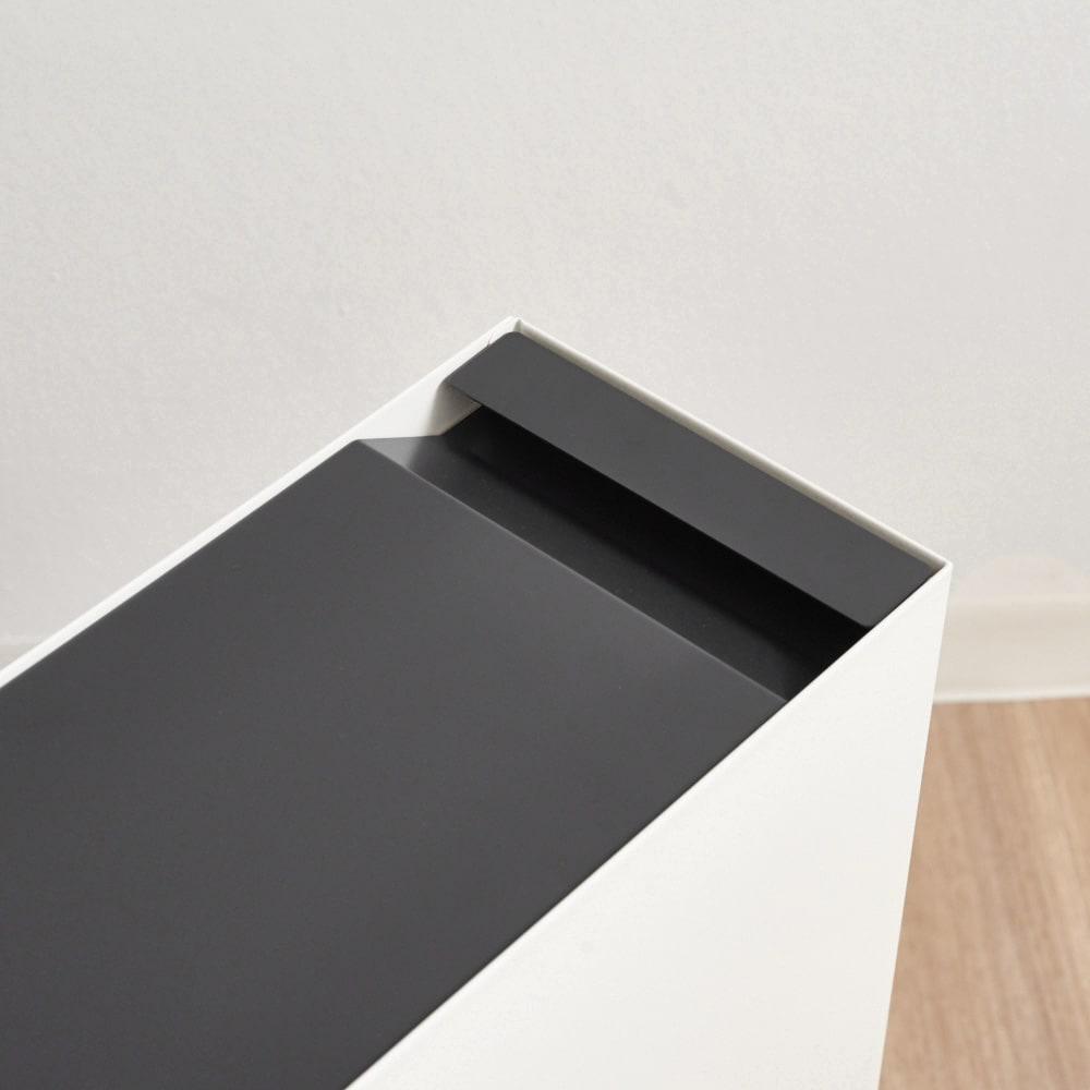 ミヤケデザイン ダストボックス 30L スチール脚タイプ(蓋なし・蓋付き) 蓋付きタイプ シンプルなスチール製の取っ手。ゴミが見えないスマートタイプ