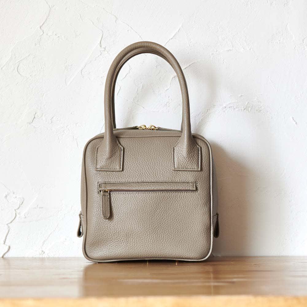 Coquette(コケット) キュービック バッグ 背面は外ポケット付き。