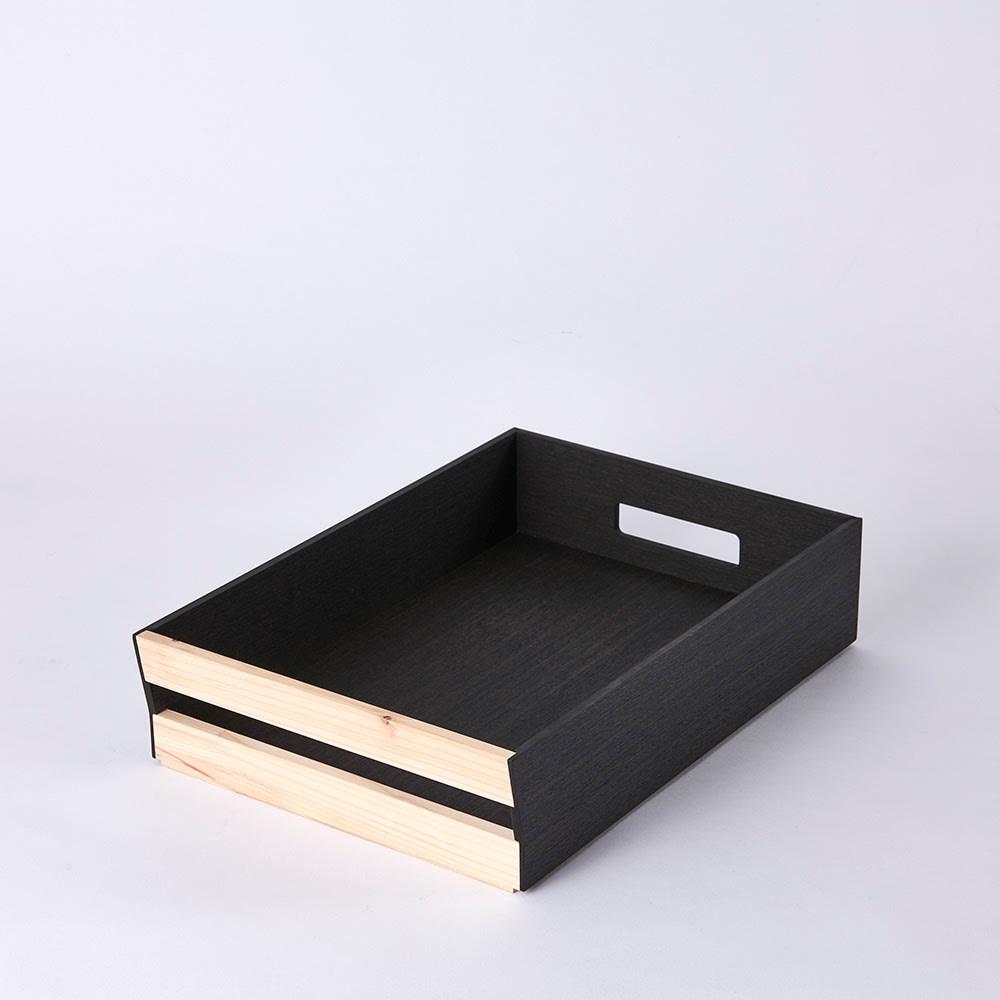 Hinoki+(ヒノキプラス)スタッキング収納ボックス Sサイズ1個 Sサイズ A4サイズが収納可能。前面に配した檜は中央に空間があるので、取っ手としても機能するから持ち上げも可能です。