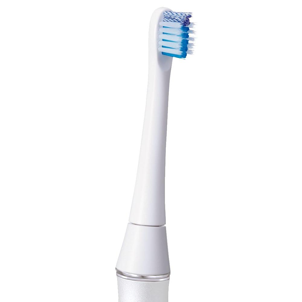 オムロン 音波式電動歯ブラシ HT-B320 [11度のアングル] モーターをブラシ部分に搭載。使いやすさを考慮して、11度の傾斜をつけ、奥までスッキリ磨ける仕様に。
