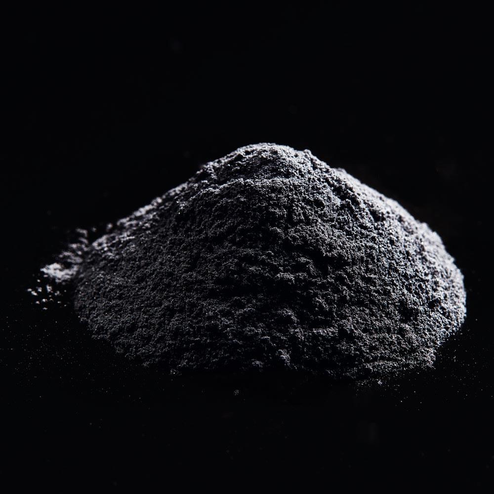 MDNA SKIN ONYX BLACK/オニキスブラック(美容ローラー) 遠赤外線を放つ純度99.9%の炭素黒体を採用 遠赤外線は不可視の光線。炭素は、遠赤外線を放射する素材。放射率を約92%まで高めた高密度炭素をローラーに採用。