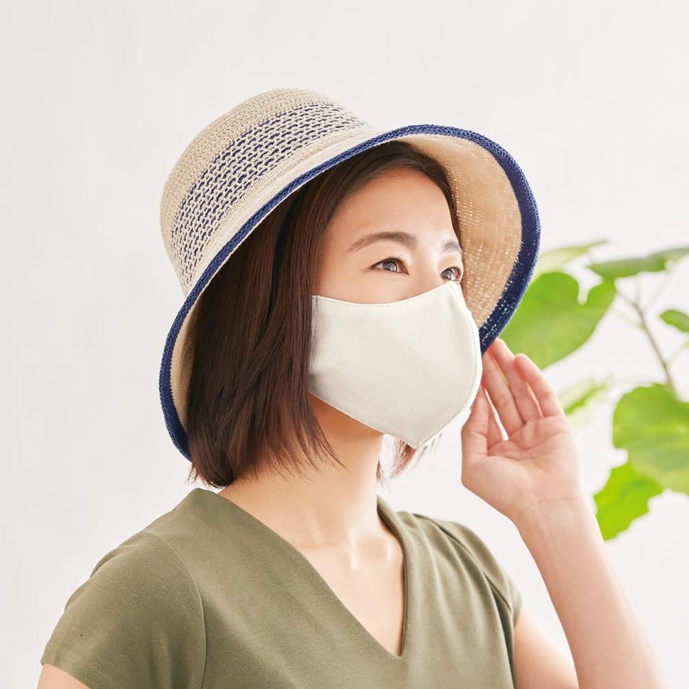 国産 息がラクな立体 UV冷感マスク 4枚組 (イ)ホワイト4枚 コーディネート例 紫外線をカットするマスクと帽子のコーデで、日焼け対策を完璧に。