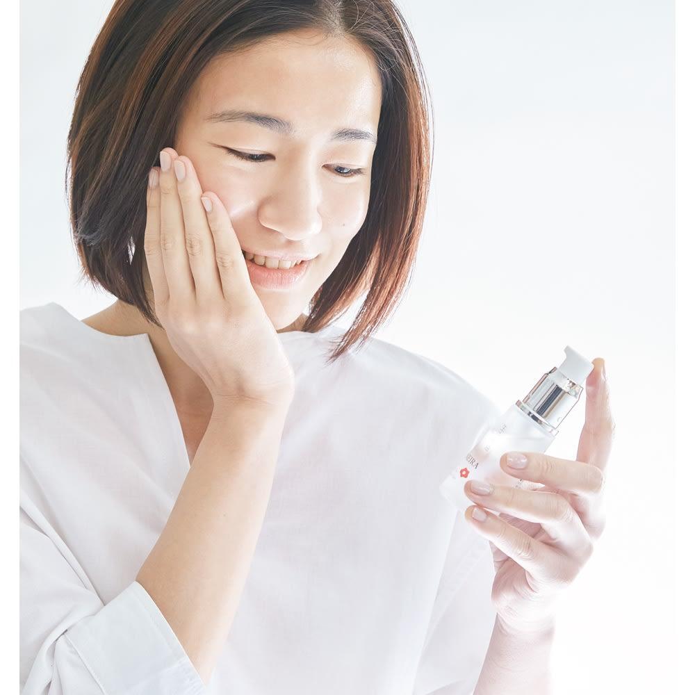 生の椿油 ザ ジャポネイラ 30ml ザ・ジャポネイラは朝晩のスキンケアに。洗顔後、化粧水をつけた後、手のひらに1プッシュ弱を取り、顔全体にやさしくなじませます。
