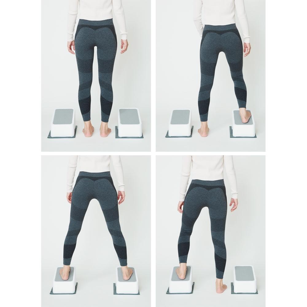 AEROLIFE/エアロライフ ツインステップス [STEP2] さらに慣れてきたら、台を分割して「左右の昇降運動」も可能。バランス感覚を養うことで「転倒防止」のトレーニングに。ジムトレーナー監修の運動プログラムCD付きだから、ジム気分で楽しく運動。
