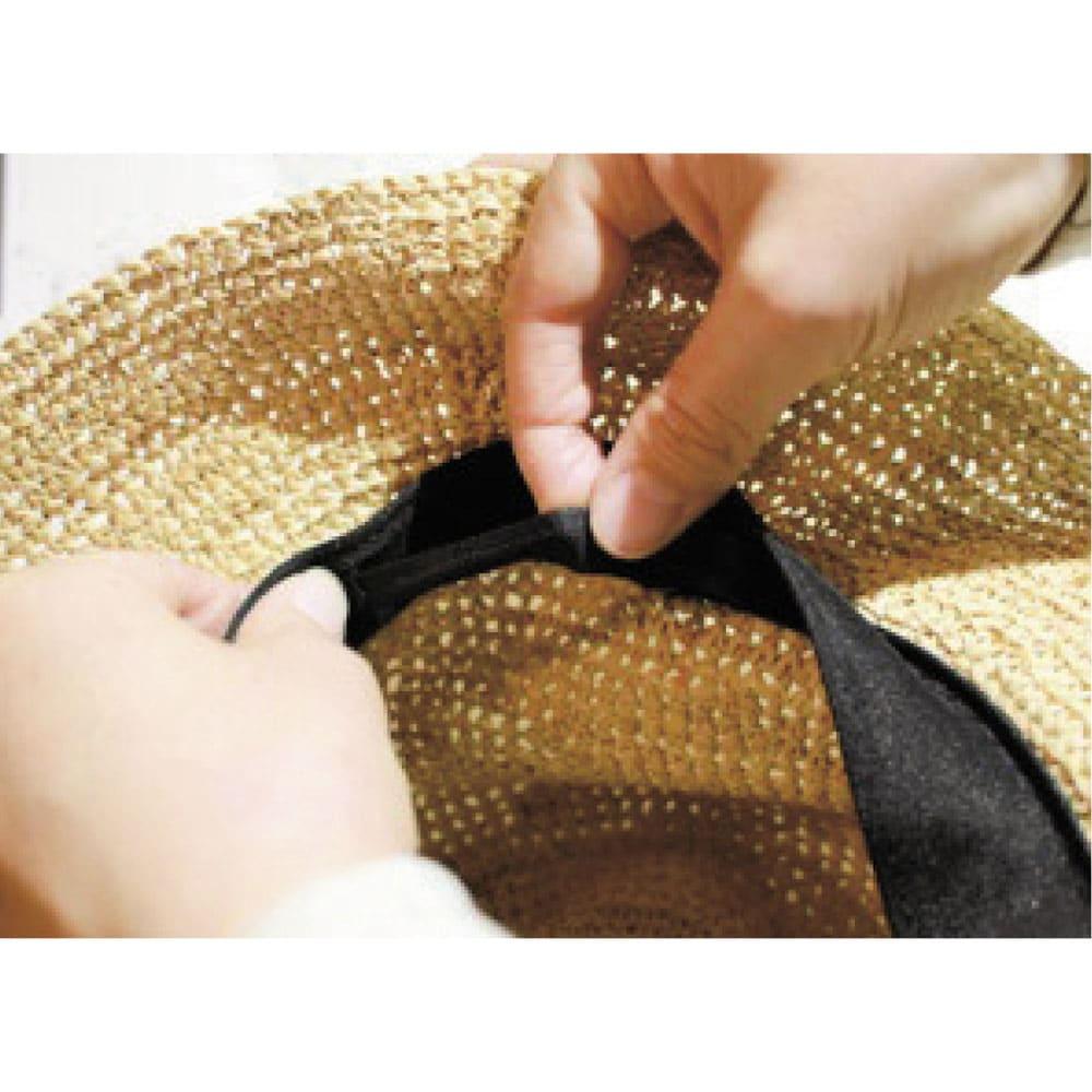 中折れラフィア帽 自分サイズにカスタマイズが可能 好みのフィット感が得られるよう、マジックテープでのサイズ調整が可能。シルエットに響かないよう裏布に施しているのも嬉しいポイント。