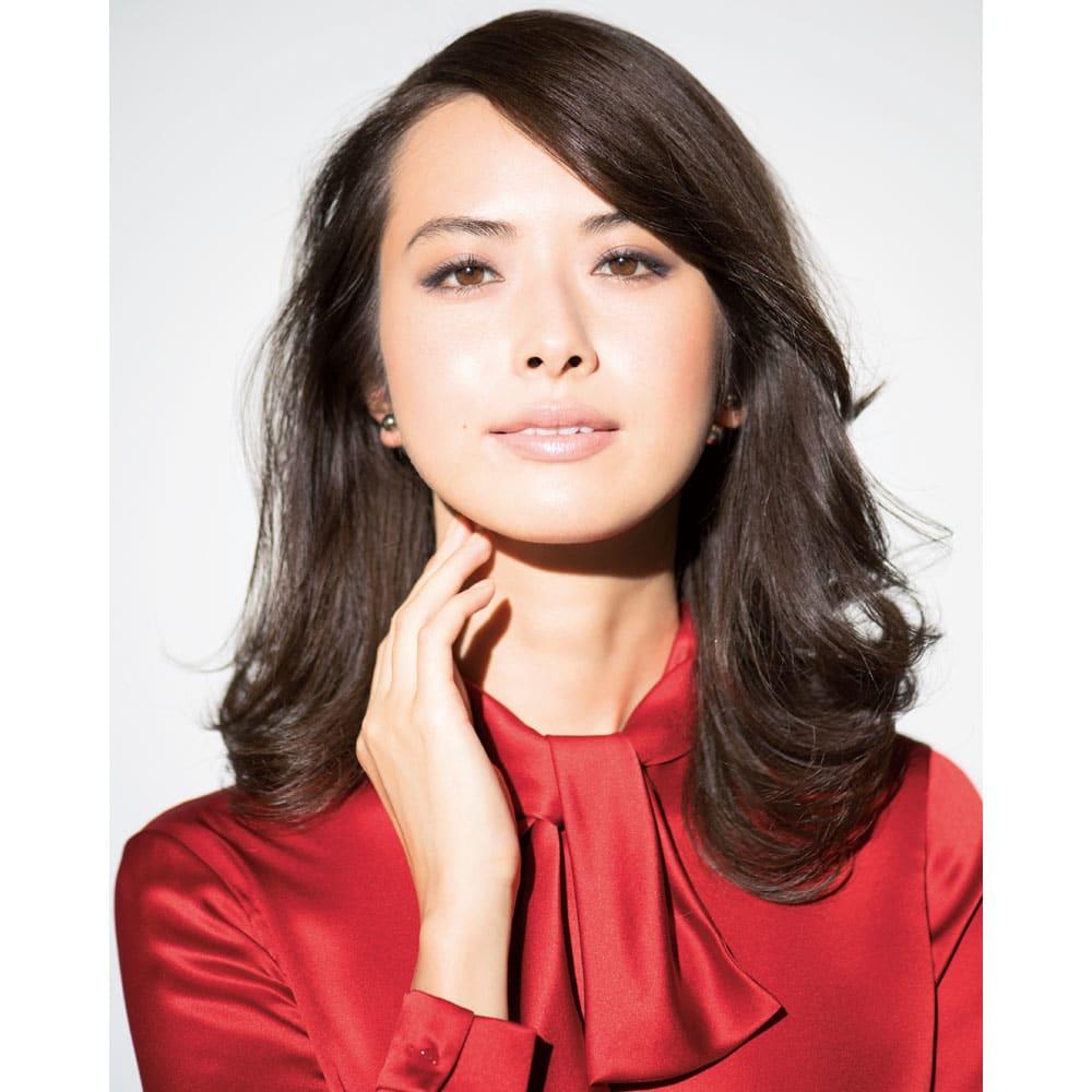 ジェーン・アイルデールSo-ブロンズ3 コンパクトセット 9.9g Feminine 眉山があることで立体感が強調される。アーチ眉は顔立ちそのものをきれいに見せてくれます 藤原美智子さん