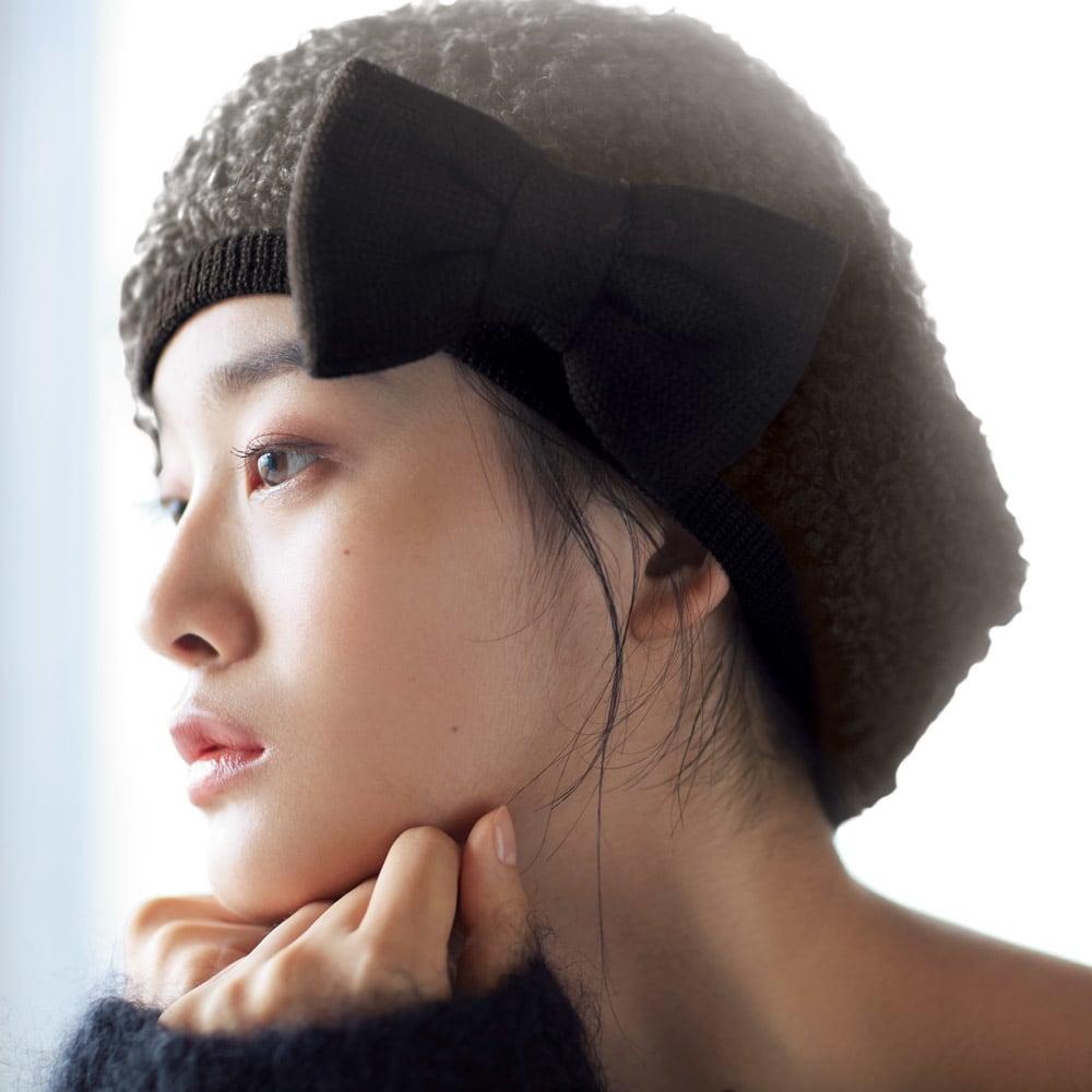 オールマイティハンサムハット アルパカ混ニット帽 コーディネート例 ベレー帽をオンリーワンのスタイルで! お洒落過ぎず、カジュアル過ぎない絶妙なベレー型のニット帽。リボンはどの位置にもつけられます。