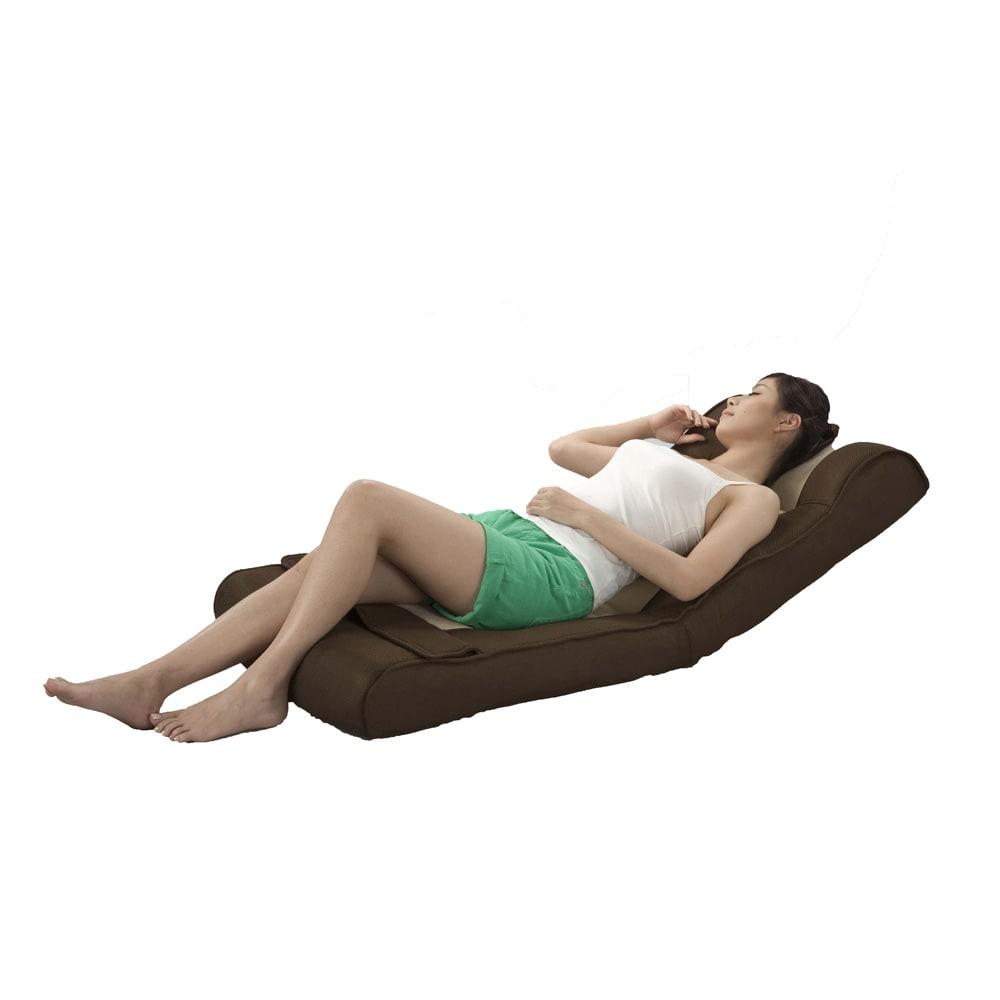 腹筋らくらく座椅子 ヘッドレスト付きのゆったり座いすなので、仮眠時にもおすすめ。