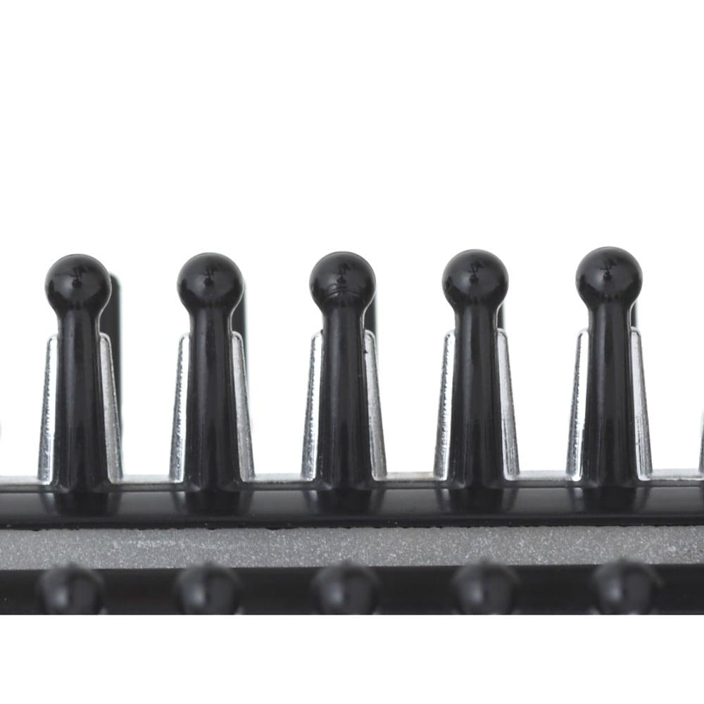 ダメージレスヘアアイロン リペアブライト 3Dスタイリングピン(熱を伝える銀色部分)を採用。左・下・右と3方向から熱を伝える為、一気にストレート・一気にカールが可能に!