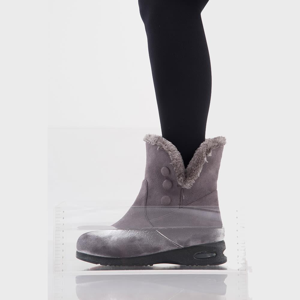 足入れあったかスエード調 内ボアブーツ 水に浸かっても安心の設計 ※ゴム製長靴のような完全防水ではありません