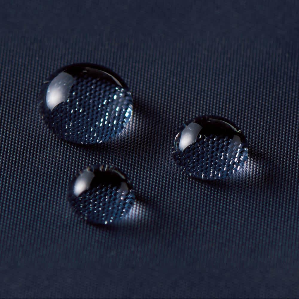 FILA はっ水フーデッドブルゾン はっ水加工を施した素材で、雨に強いのも魅力です。
