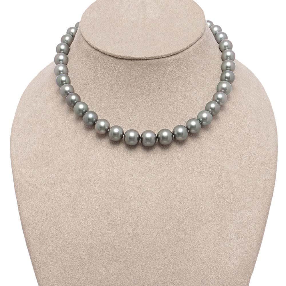 タヒチ リキティア グレーパール ネックレス&イヤリング・ピアスセット ネックレス 着用例